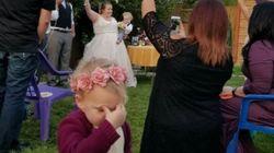 결혼식 화동의 사진 한 장 덕에 엄청난 작품이