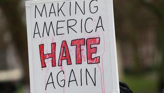 트럼프 시대 미국 증오범죄가 늘어났다는