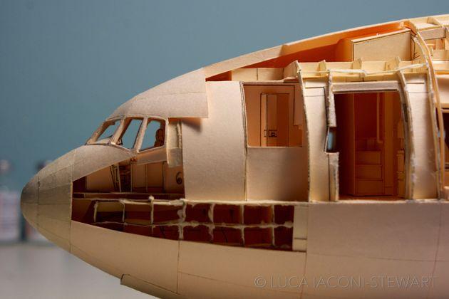 미국의 디자이너가 진짜 같은 종이 비행기를