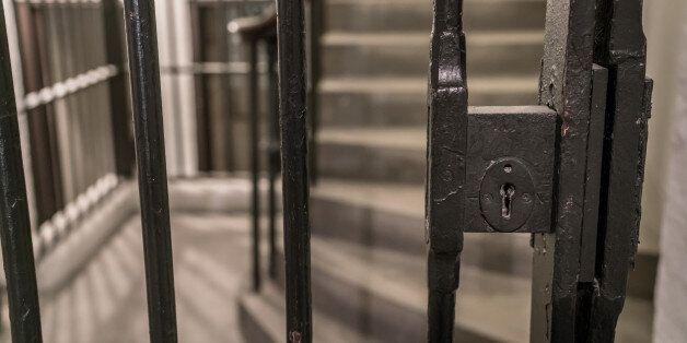 여중생과 가학적 성관계 가진 40대에 대한 최종 재판