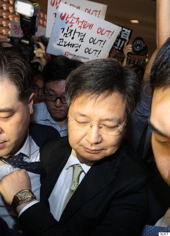체포영장 발부 후 처음으로 모습 드러낸 김장겸 MBC 사장이 한