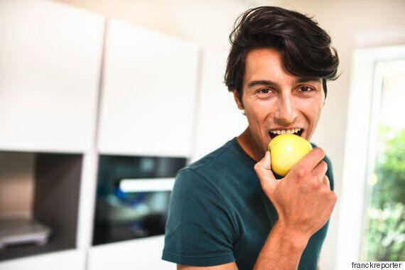 여성은 이런 음식을 많이 먹는 남성의 냄새를 더 매력적으로