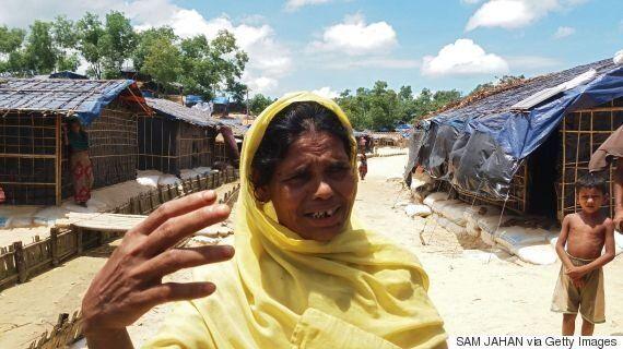 미얀마 정부군이 로힝야족 피난민에게 기관총을