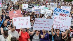 한 여성이 트럼프 지지자들을 보호하며 증오와 싸우는 방법을