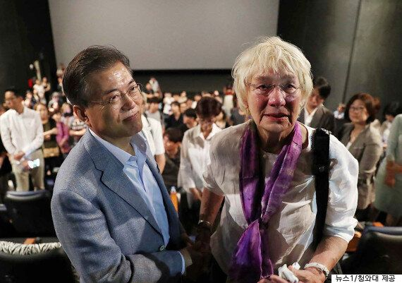 문대통령이 '택시운전사' 관람 후 눈물 훔치며 밝힌