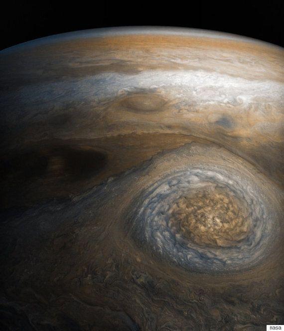 나사가 포착한 목성의 '작은 빨간 점' 이미지는