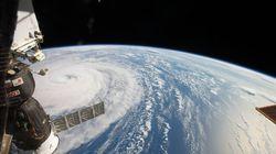 우주인이 찍은 한반도로 향하는 '슈퍼 태풍' 노루의 사진