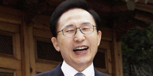 South Korean President Lee Myung-bak (L) shares a light moment with Hungarian President Pal Schmitt before...