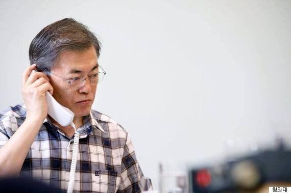 문재인 대통령이 트럼프 대통령과 전화통화로 북한 ICBM 도발 대응책을