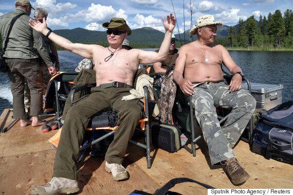 여름 휴가를 즐기는 푸틴의 사진이 공개되자 인터넷에서는 '포토샵 전쟁'이