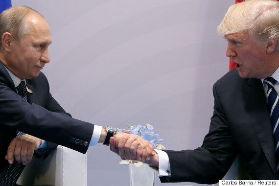 푸틴이 러시아 내 미국 외교관 대거 추방을 지시했다. 제재에 대한