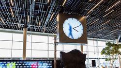 암스테르담 공항의 시계에 들어간
