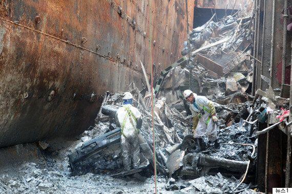 세월호 화물칸에서 '과적' 여부 가릴 철근들이 다량 발견됐다(사진,
