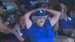 LA 다저스 야구장에서 한 할머니가 보인 충격적인 춤