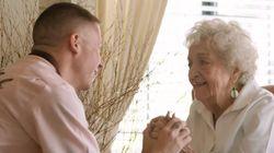 맥클모어가 할머니의 100번째 생일을 축하한