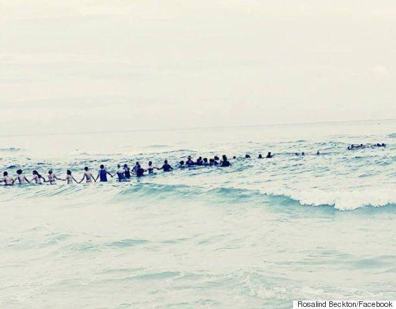 40명 인간 띠로 일가족을 급류에서 구출한 플로리다의