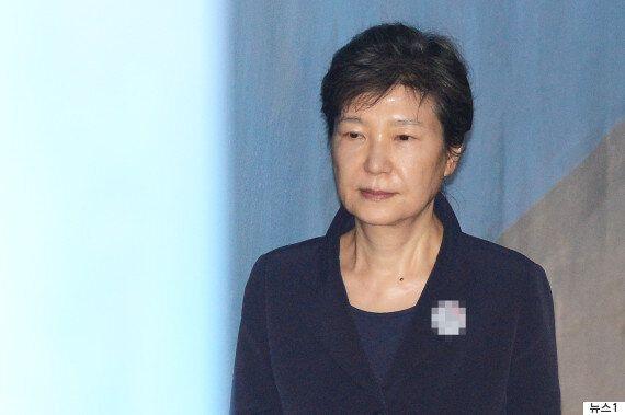 박근혜 전 대통령, 발가락 부상으로 재판