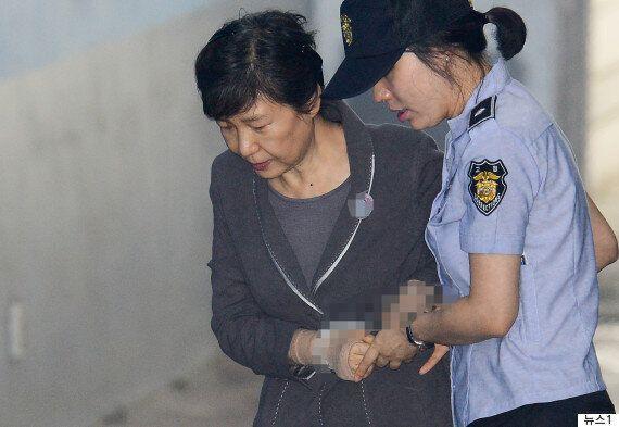 이재용 재판에 증인으로 채택된 박근혜가 '건강상 이유'로 구인영장 집행을