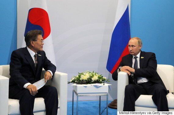 문재인 대통령이 푸틴과 처음 만나 북한 핵문제 해결 방안을