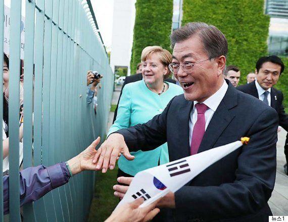 '이런 장면 처음'이라는 문대통령과 메르켈 총리의 교민