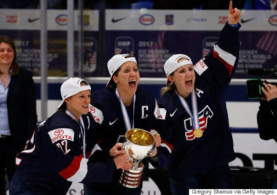 미국 여자 아이스하키 선수들의 누드는 성평등 투쟁의 승리를
