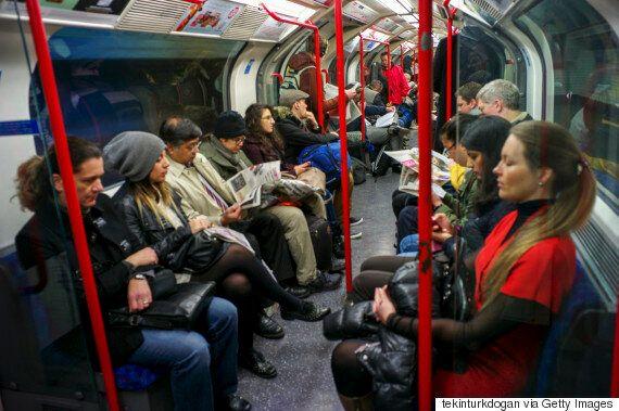 런던 지하철이 '신사·숙녀 여러분~' 안내방송을 '젠더중립적'으로 바꾸기로