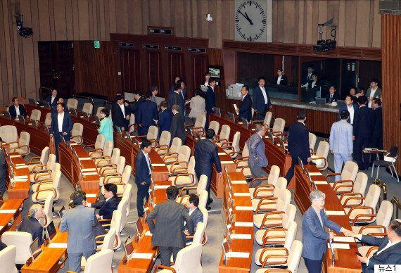 '추경' 통과에 자유한국당이 속만 부글부글 끓이는