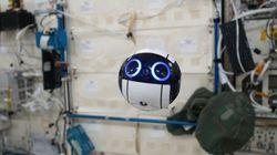 우주정거장에 나타난 깜찍한 드론