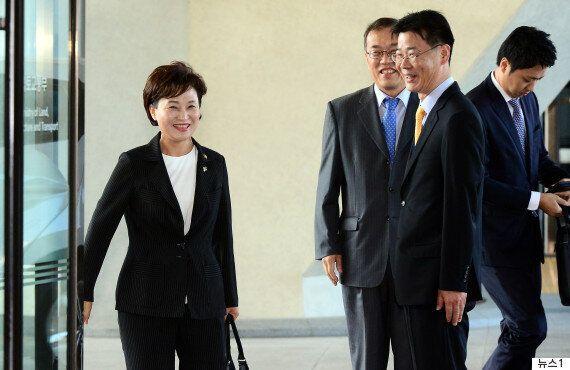 김현미 국토교통부 장관이 취임사에서 부동산 '투기세력'을 조준했다