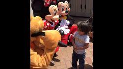 청각장애 소년이 디즈니랜드에서 겪은