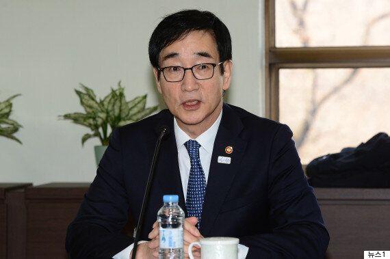 '역사교과서 국정화 추진'에 대한 전임 교육부 장관의
