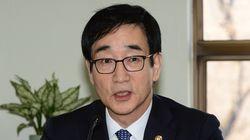 '역사교과서 국정화'에 대한 전임 교육부 장관의