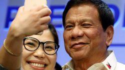 필리핀이 공공장소 국가 제창을