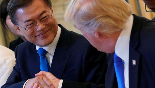 문재인 대통령이 트럼프와 처음으로 만났다
