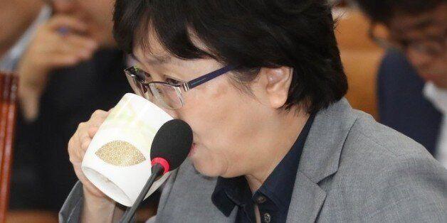 김은경 후보자가 머그잔 쓰다 종이컵으로 바꾼