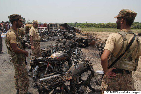 파키스탄 유조차 화재 사고에서 148명이나 사망한