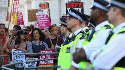 메이 총리의 '동문서답'이 안티 메이 시위대의 분노에 불을