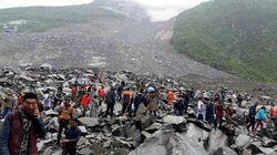 쓰촨에서 산사태로 15구의 시신이 발견되고 118명이