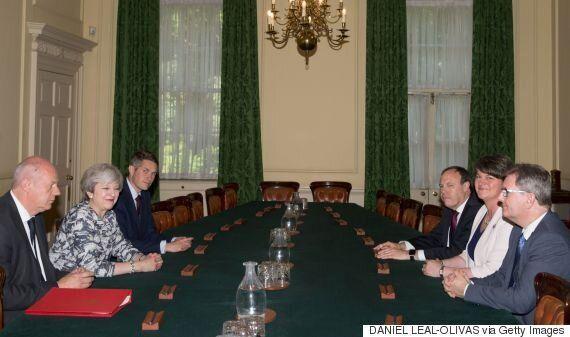 영국 보수당이 민주통합당과 소수정부 구성 협상을