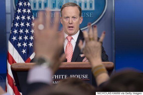미국 백악관이 언론의 정례 브리핑 촬영·녹음을 금지시켰다. 기자들이 단단히 화가