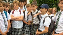 이 남학생들이 치마를 입고 등교한