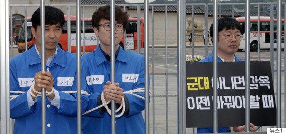 인권위가 '양심적 병역거부자' 대체복무제 도입을 정부에 권고하기로 했다.