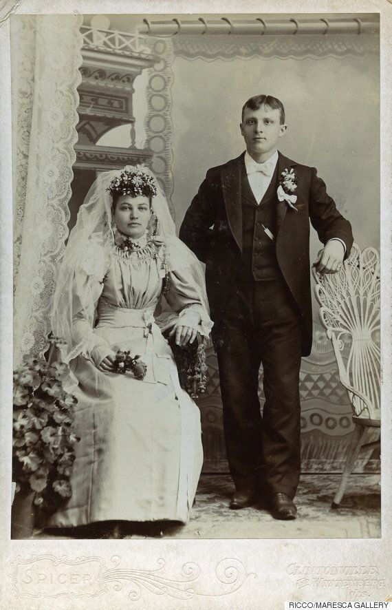 19세기의 결혼사진에는 웃음도 없고, 감동도 없다(사진