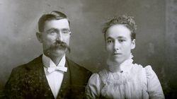 19세기의 결혼사진에는 웃음도, 감동도