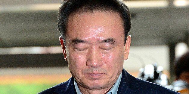 경찰이 '여직원 추행 혐의' 받는 호식이치킨 전 회장 구속영장