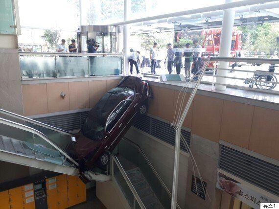 일산백병원 건물로 차량이 돌진·추락해 2명이 부상을