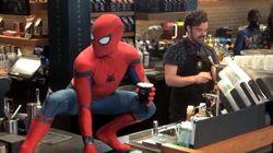 뉴욕 스타벅스에 스파이더맨이