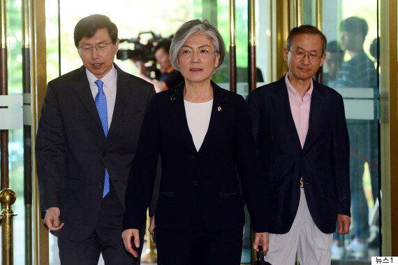 최초의 여성 외교부 장관은 임명장을 받자마자 출근에 나섰다(화보,