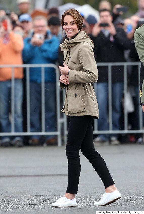 케이트 미들턴이 즐겨 신는 매우 무난한 이 운동화