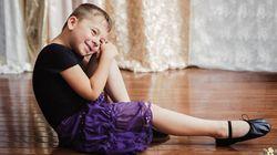 드레스를 좋아하는 아들의 표정을